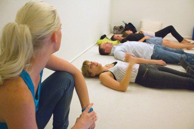 In dem Workshop für luzides Träumen, kann man in einer Entspannungs-Trance sich darauf vorbereiten, was man in einem luziden Traum machen will.